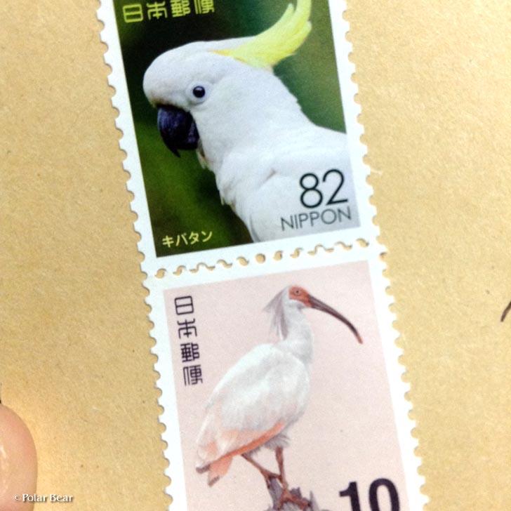 郵便に使った切手。82円がキバタン、10円がトキという鳥の切手で投函しました。
